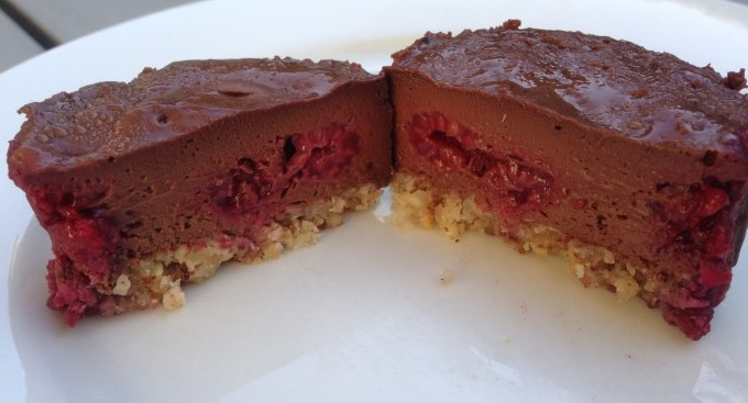 little dark chocolate and raspberry cheesecakes | quinces and kale
